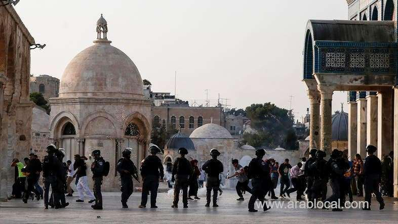 dozens-of-palestinians-injured-after-israeli-forces-storm-al-aqsa-mosque_kuwait