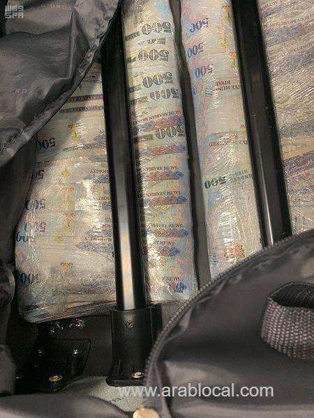 four-passengers-were-caught-attempting-to-smuggle-sr3.093-million_kuwait