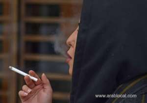 saudi-women-smoke-in-public-to-complete-their-newfound-freedoms_saudi
